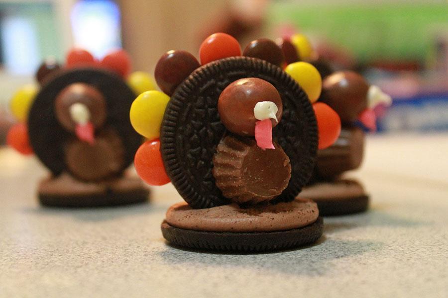 How to: Oreo Reese's cookie turkeys