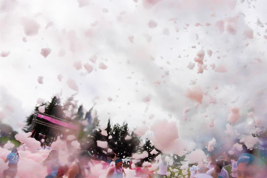 The windy weather at the Bubble Run 2017 created foam storms around participants.