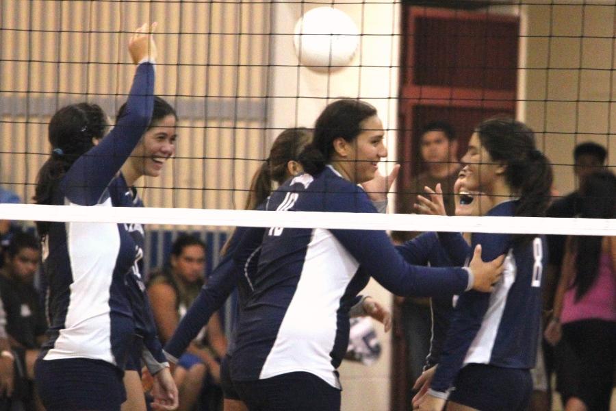 Girls Volleyball v Maui High, September 20, 2011