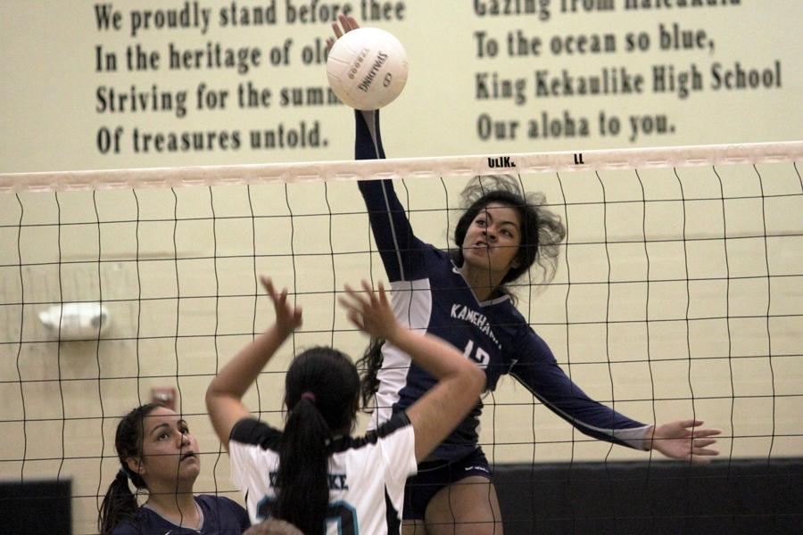 Girls volleyball sweeps Nā Aliʻi