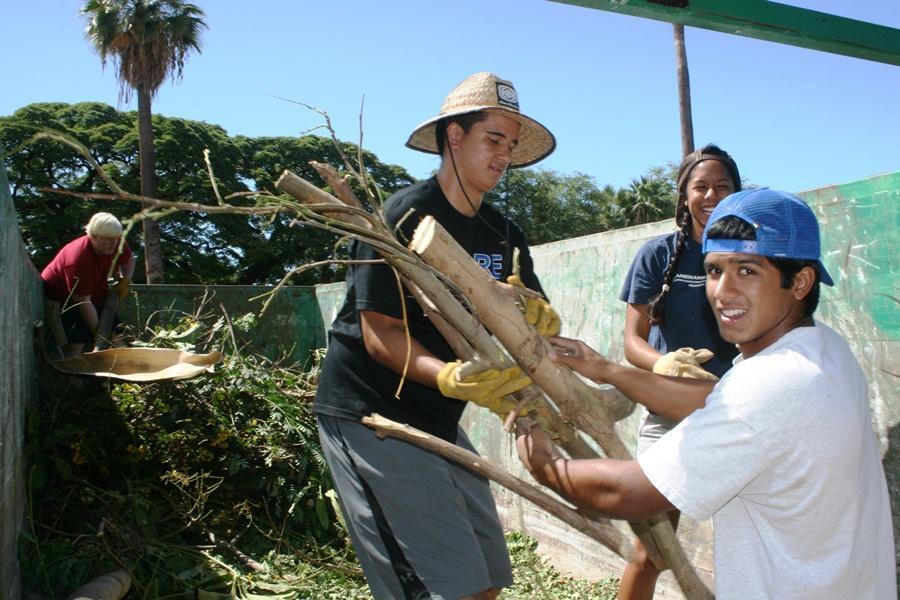 Waiola+Church+benefits+from+student+volunteers