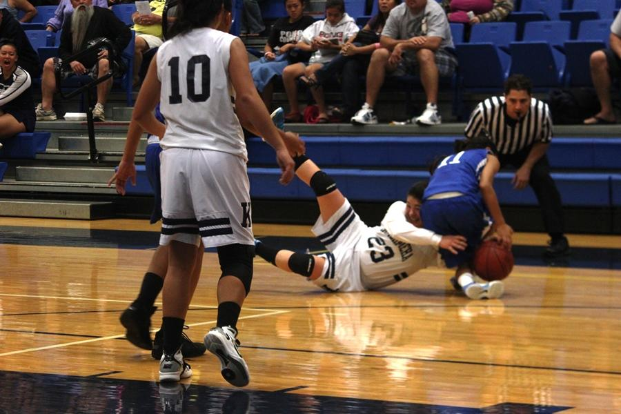 Maui Warriors girls basketball takes close win, 33-32
