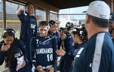 Baldwin softball dominates Warriors in second round