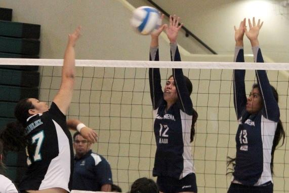 Girls volleyball sweeps Nā Ali'i in three sets