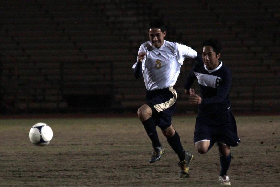 Boys soccer Warriors trump Trojans 6-1