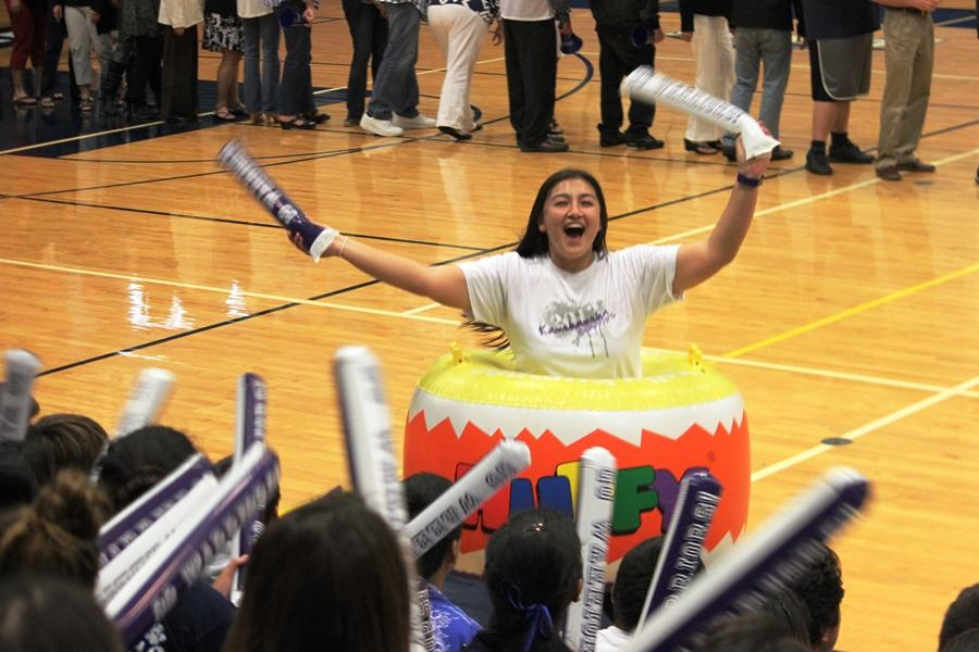 Student+body+president+Kaleihoku+Kubota+pumps+up+the+crowd+at+the+Champion+of+School+Spirit+assembly.