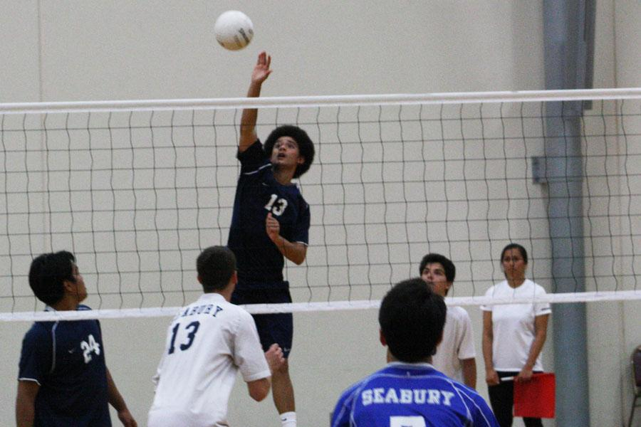 Senior+Kahiau+Andrade+goes+in+for+a+kill+against+the+Seabury+Hall+Spartans+on+March+26%2C+2013+at+the+Seabury+Hall+gym.