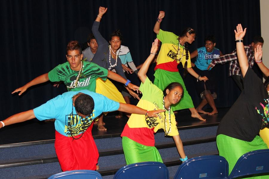 Tahitian+students+from+Pomari+School+share+an+otea%2C+or+dance%2C+in+a+cultural+exchange+with+Kamehameha+Maui+students.