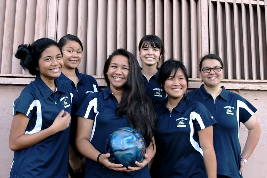 The+Kamehameha+Maui+Girls+bowling+team+outside+of+the+Maui+Bowling+Center+after+their+first+match+August+14%2C+2013.