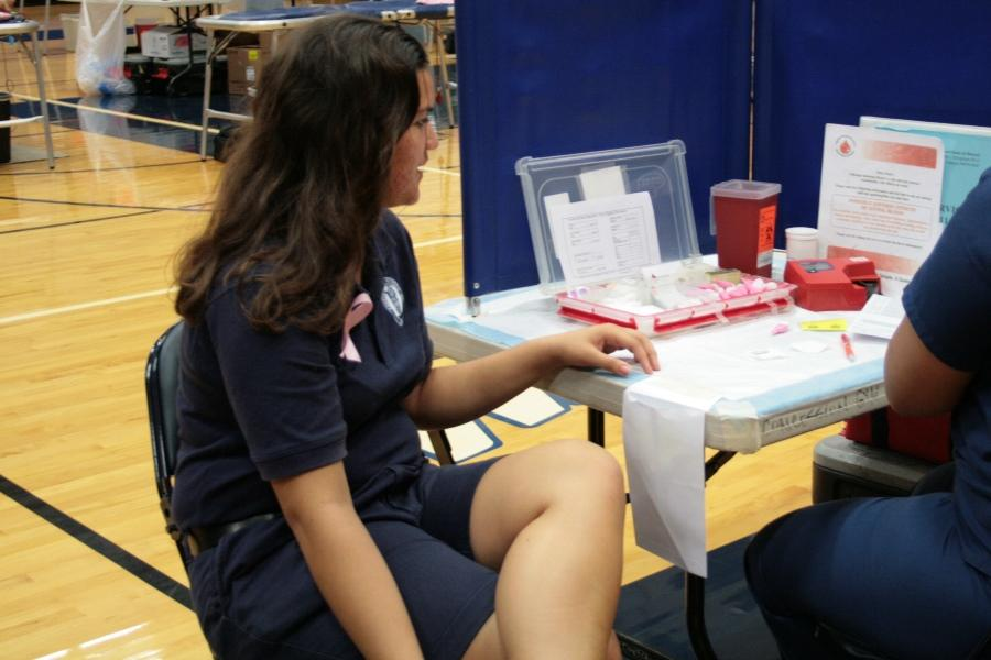 Senior+Pualalea+Barrows+goes+through+the+necessary+procedure+before+donating+blood+at+the+Blood+Drive+on+October+21%2C+2013.+Barrows+was+one+of+the+more+than+100+people+who+signed+up+to+give+blood.