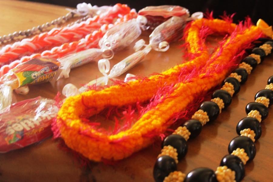 In+this+article%2C+we+show+you+how+to+make+two+of+the+lei+pictured+here%3A+the+candy+lei%2C+and+the+two-straw+yarn+lei.