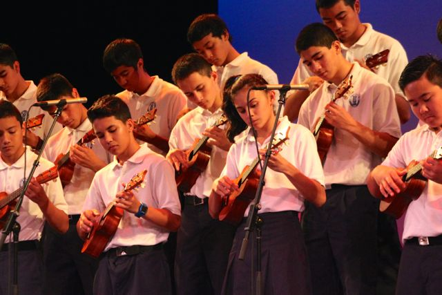 %CA%BBUkulele+I+students+perform+a+song+at+the+concert.+