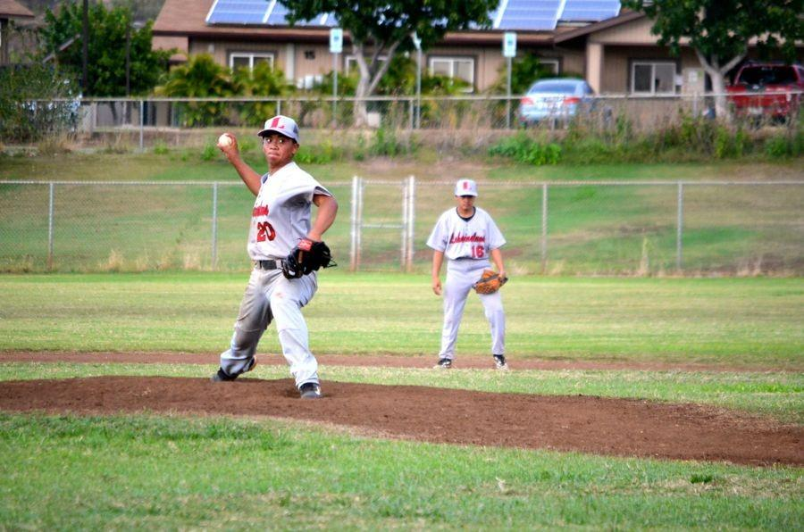 Lunas+pitcher+Kaimi+Kanaha+throws.