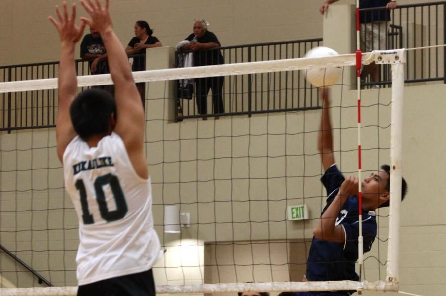 Sophomore+Haweo+Johnson+jumps+for+a+kill.+He+was+named+second+highest+kill+leader+with+7+kills+and+21+kill+attempts.
