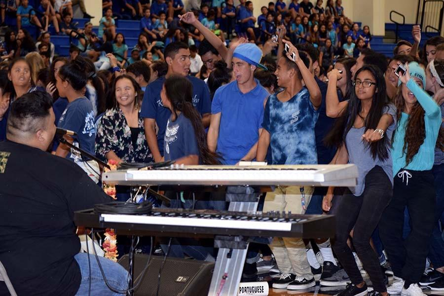 Students jam out to 'Ekolu during Mondayʻs assembly, the first of many team-building events at the fall spirit week, Sept. 14-19. This year, the student government agreed to focus on all-school unity for homecoming and moved the traditional clash of the classes to the spring spirit week.