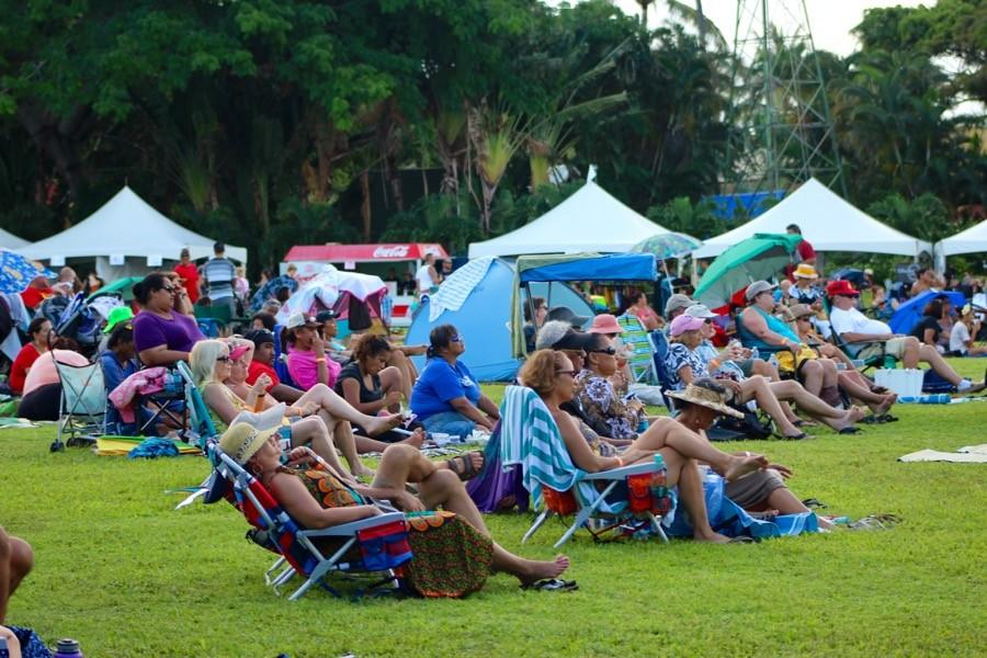 A+crowd+gathers+in+front+of+the+center+stage+at+the+Maui+Tropical+Plantation+for+the+start+of+the+1st+annual+Hawaiian+Music+Festival%2C+on+September+6%2C+2015.