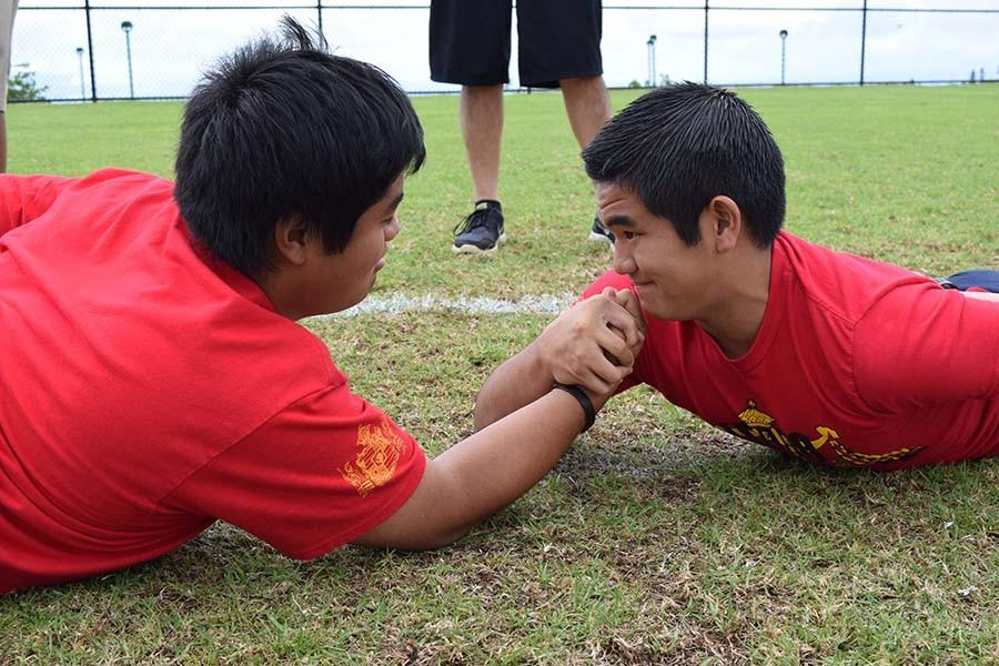 Seniors Blake Fukumoto and Kainalu Taniguchi put their strength to the test in the Uma event at the practice field during Pōʻalima ʻUlaʻula on October 23. The high school juniors and seniors participated in traditional Makahiki festival games, while the freshmen made lei and decorations, and the sophomores learned about net fishing on a beach field trip.