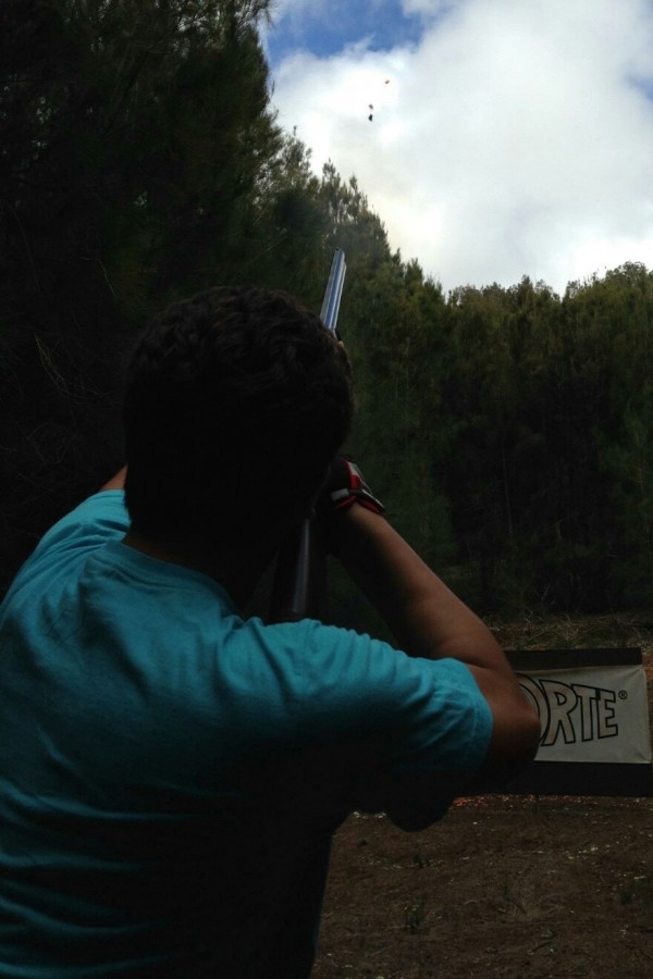 Monte+hits+a+clay+bird+at+L%C4%81na%CA%BBi+Pines+Sporting+Clays.