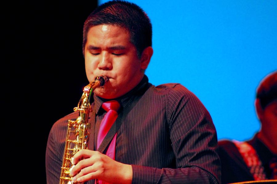 Dawson+Taniguchi%2C+a+senior+alto+sax+player%2C+stands+up+during+the+performance+to+play+a+solo+during+the+annual+Christmas+Band+Concert%2C+on+Dec.+8.