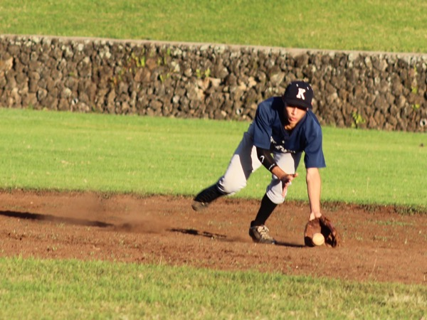 Logan Cabanilla-Aricayos is positioned at shortstop during a team scrimmage. The jv baseball team has their first game Wednesday, Jan. 13, at 3:30 at Eddie Tam field 5.