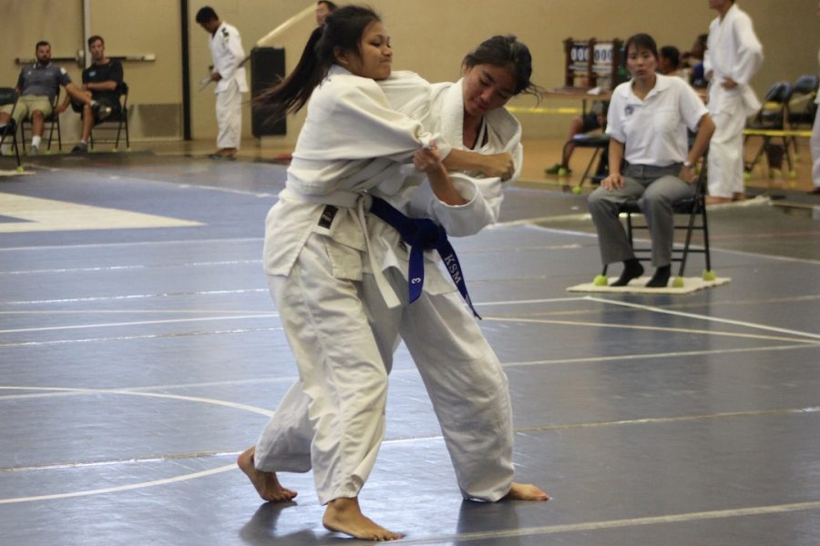 Jillian+Ikehara+attempts+to+flip+her+opponent.+Ikehara+is+MIL+Champion+in+her+98-lb+weight+class.