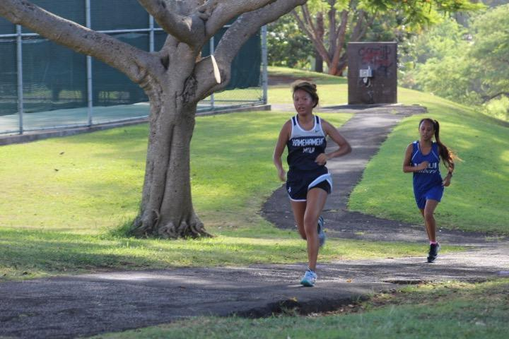 Sophomore+Kaylie+Ho+runs+the+mile+and+a+half+course.