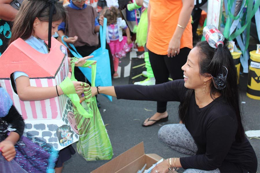Mrs.+Nakamura%2C+coordinator+of+Trunk+O+Treat%2C+stands+by+her+decorated+trunk+and+gives+out+toothbrushes+instead+of+the+usual+Halloween+candy.+Elementary+kids+went+to+various+trunks+and+received+tons+of+goodies.