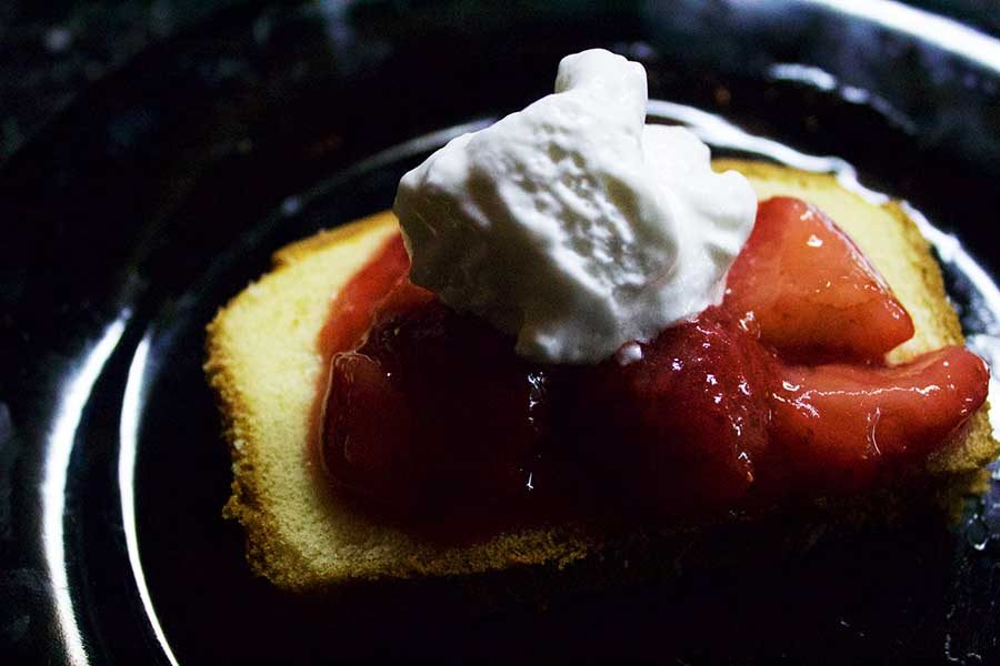 POUND CAKE WITH FRESH STRAWBERRY TOPPING