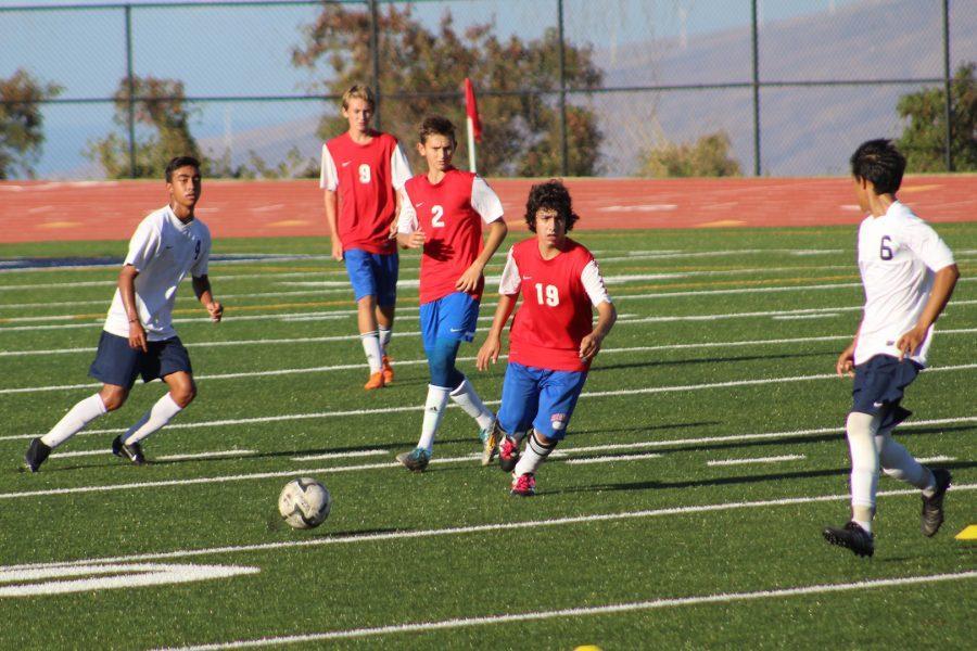 Freshman+Parker+Awai+passes+to+freshman+Jandon+Llego.
