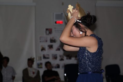Senior Tatiana Mendez wears her queen crown.