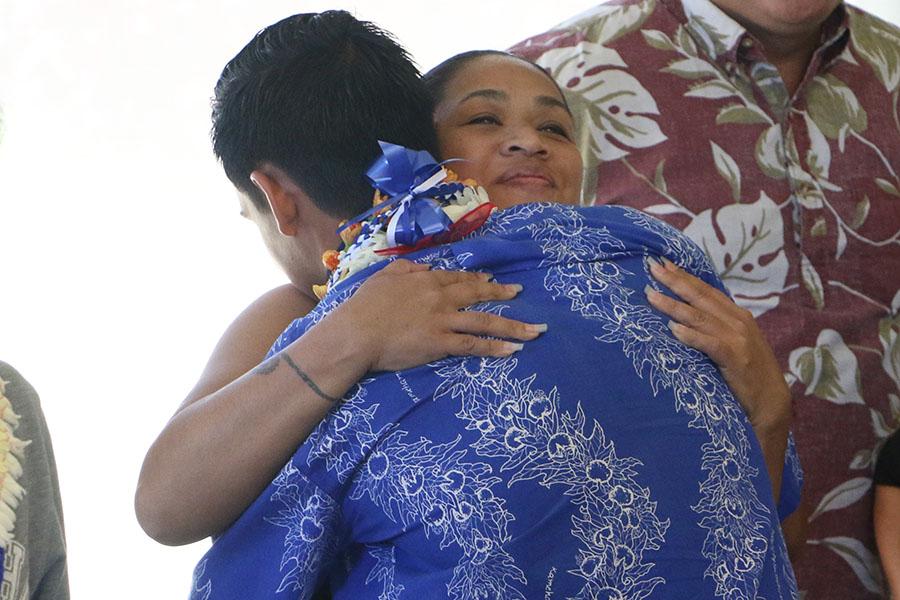 Senior+Kaelaula+Keli%CA%BBikoa+hugs+his+mother+during+his+signing.