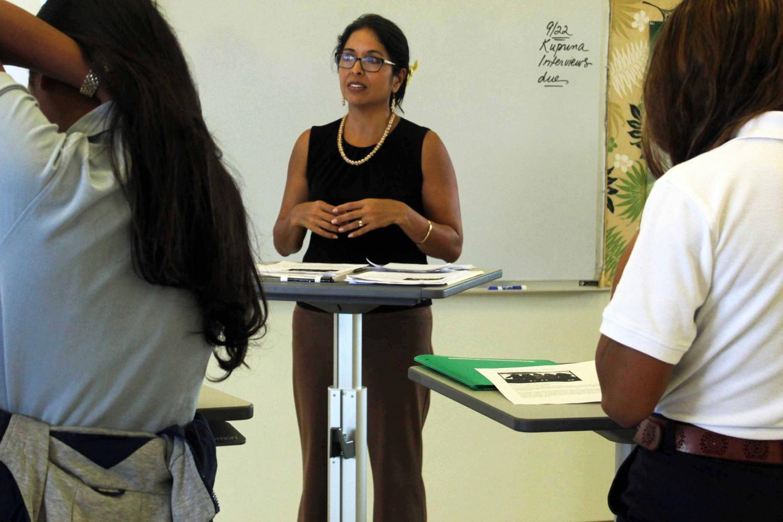 Kumu+Kapulani+joins+the+students+and+teaches+the+class+using+an+Ergotron+desk.