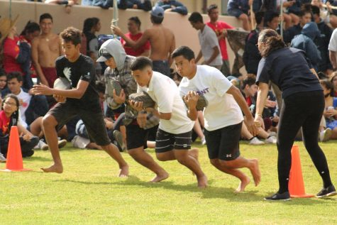 The beginning leg for hoʻoili pōhaku start their portion of the 400m race.