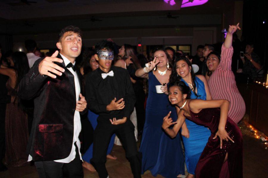Senoirs Daniel Kapua, Taevyn Roback, Lexi Figueroa, Cierra Bensons, junior Kaiulani Kaniaupio, and sophomore Kalia Murray dance, even with their Cream B ice cream.