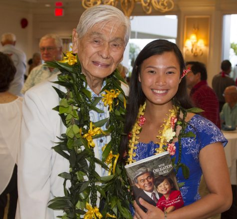 Lau meets with former Gov. George Ariyoshi at her presentation at the Nisei Center.