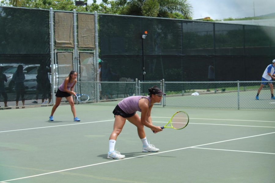 Kayleen+Lau+and+Kaelyn+Kato+play+against+Campbell+High%2C+winning+their+first+match+in+the+HHSAA+tournament+held+on+Oahu.