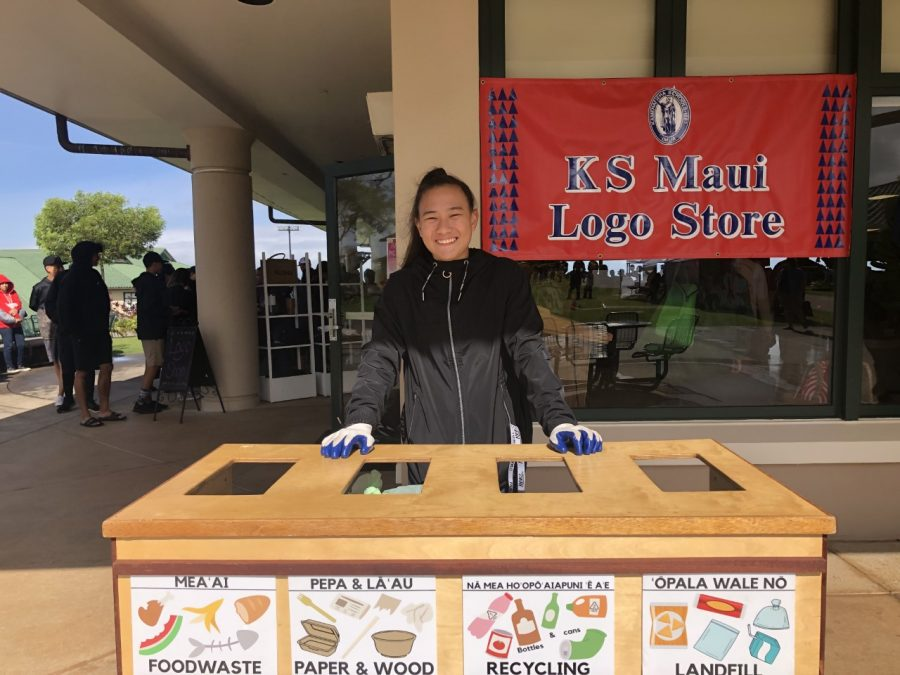 Sophomore+Berilyn+Lau+mans+one+of+the+zero-waste+stations+at+the+16th+Annual+Kamehameha+Maui+Ho%CA%BBolaule%CA%BBa.+This+year%27s+event+had+a+zero-waste+goal%2C+with+all+food+service+take-out+items+being+compostable.